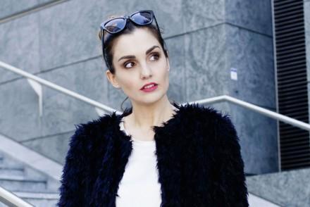 COME INDOSSARE LA MANTELLA – Laura ChiariLaura Chiari